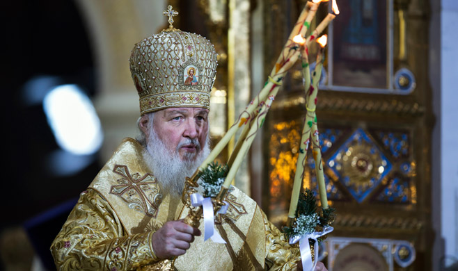 Patriarch Kirill is the first to receive an Orthodox luxury phone 01/19/2017 95