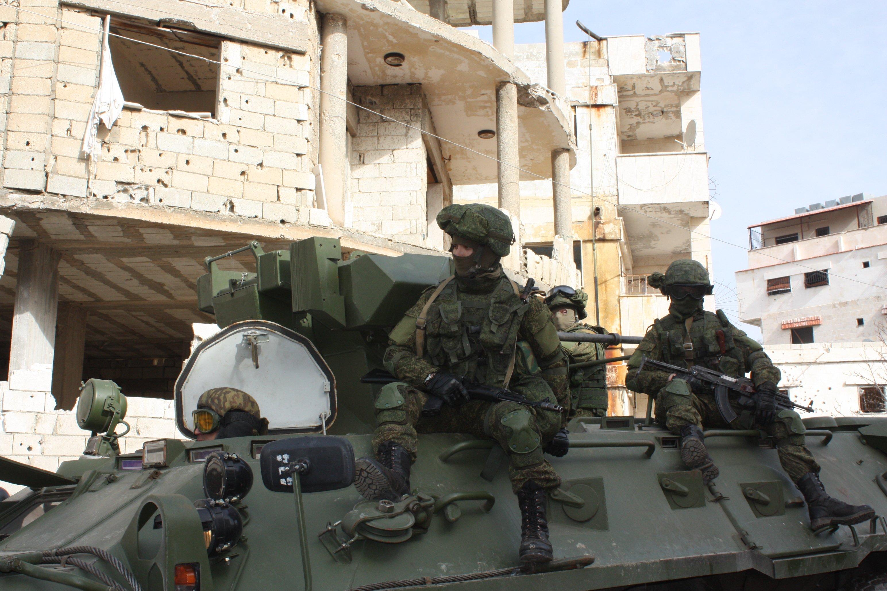 russian soldiers escort militants aleppo