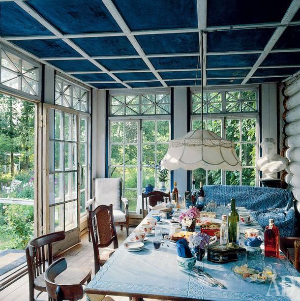 Belousovs and Shirvindts shared large verandah