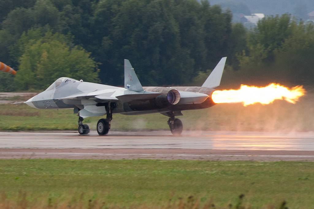 Russian T-50 stealth fighter experiences a compressor stall on one of its two engines during a test at the MAKS air show near Moscow in 2011   Photo: Rulexip, Wikimedia
