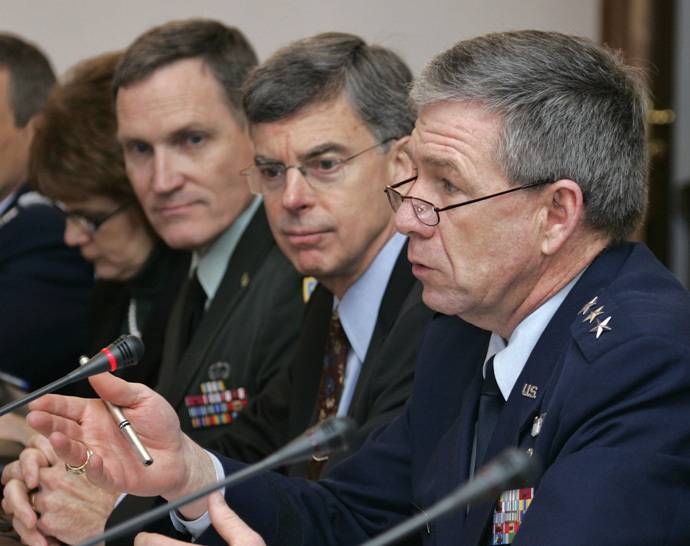 U.S. Lieutenant General Henry Obering (R), head of the missile defence agency, U.S. ambassador in Ukraine William Taylor (C) and other officials attend talks with Ukrainian officials in Kiev March 14, 2007. (Reuters / Gleb Garanich)