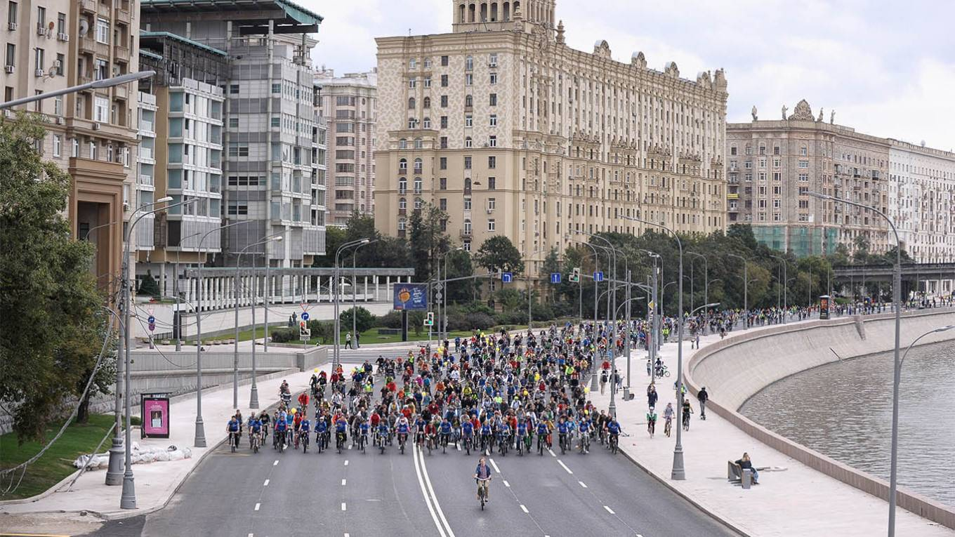 Bike Lanes to Encircle Central Moscow in 'New Habits' Campaign