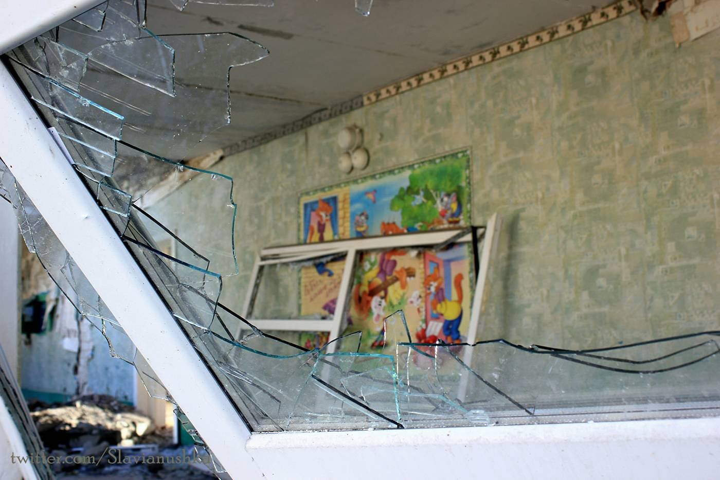 The school had none of it's windows left intact on the side facing towards Debaltsevo. Evidently, it had not been random fire—we could see that all the strikes on the school were direct hits