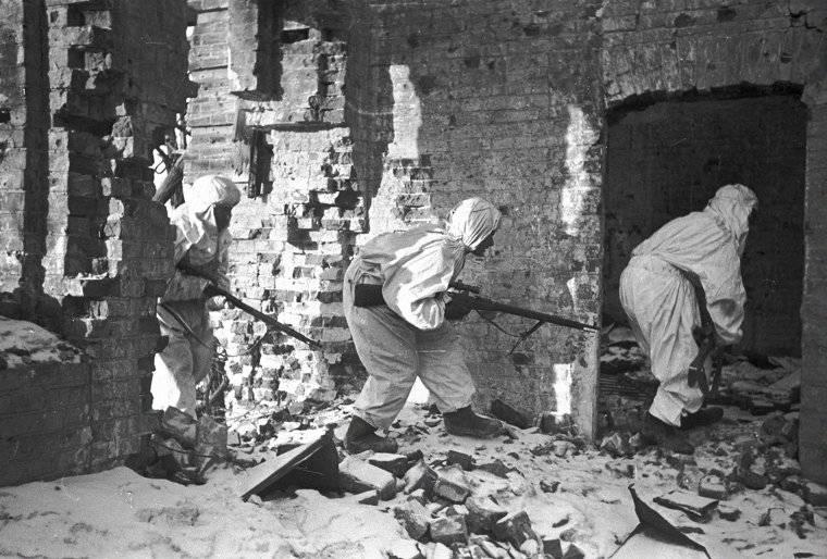 Soviet snipers moving amongst ruined buildings in Stalingrad, Russia, 1 Dec 1942 (Georgi Zelma)