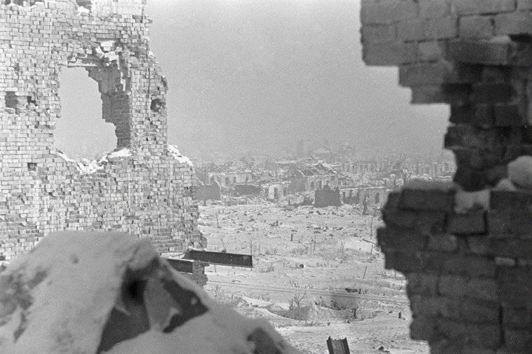 View of Stalingrad, Russia, 23 Dec 1942 (Georgi Zelma)