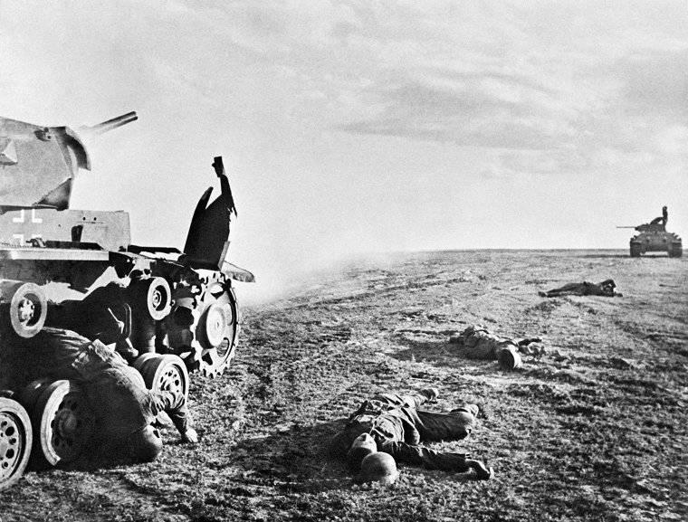 Killed German tankers near Stalingrad, Russia, 17 Jun 1942 (Georgi Zelma)