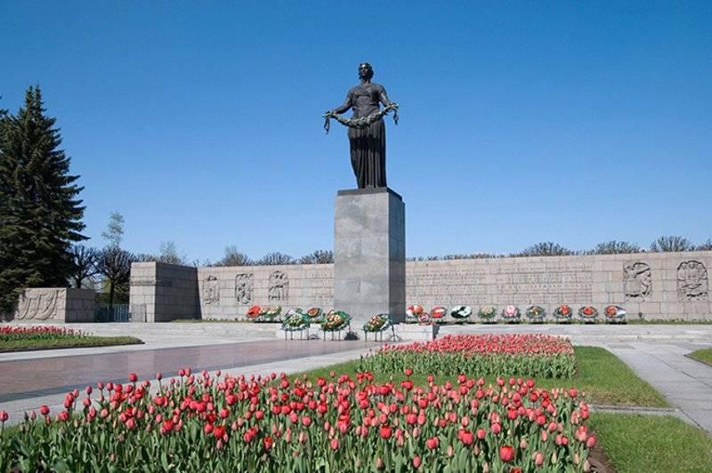 Motherland (Mother-Russia) Sculpture at Piskaryovskoye Memorial Cemetery