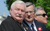 Polish President Bronislaw Komorowski, center, with former presidents Lech Walesa, left, and Aleksander Kwasniewski right, attend the European Picnic at the Lazienki Park in Warsaw, Poland, Thursday, May 1, 2014 | Photo: Alik Keplicz,  © AP