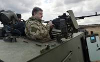 Ukrainian President Petro Poroshenko examines a British-made Saxon armored personnel carrier with a Ukrainian weapon system while visiting a military base outside Kiev on April 4, 2015 | Photo: Genya Savilov, AFP
