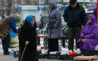 With political upheaval and a war in the East, Ukrainians are facing poverty, with prices rising sharply, the currency crumbling, and a nearly bankrupt state | Photo: Valentyn Ogirenko, Reuters