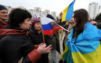Pro-Russian and pro-Ukrainian activists argue during a rally in Sevastopol, Crimea, in 2014 | Photo: Viktor Drachev, AFP/Getty Images