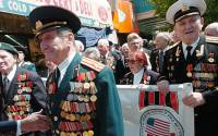 Russian veterans, many wearing their medals, march along Coney Island Ave. in Brighton Beach, Brooklyn | Photo: New York Daily News Archive