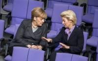 Bundeskanzlerin Merkel und Verteidigungsministerin Ursula von der Leyen