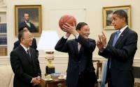 Obama gives Chinese Vice Premier Wang Qishan round ball lessons