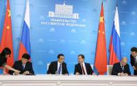 Chinese Premier Li Keqiang (left) with his Russian counterpart Dmitry Medvedev