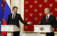 Rapprochement is frowned upon in Brussels: Italy's Prime Minister Matteo Renzi during his Moscow visit with Vladimir Putin