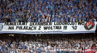 «К бандеровцам милости не будет» — плакаты на матче Суперкубка Польши