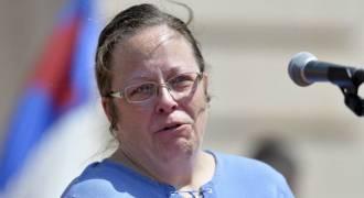 США: чиновнице придется регистрировать однополые браки