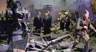 Amazing New War Panorama Museum in St. Petersburg - Putin Drops By (Video)