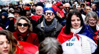 Astroturf: Pro-Establishment 'Red Scarves' Media Darlings Hit the Streets in France