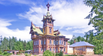 Check Out This Amazing, Ornate Wooden Mansion Renovated in Russia's Far North