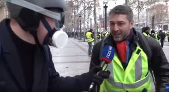 Great Exclusive Footage - Yellow Vests Gassed by Police on Champs Elysee (Russian TV News)