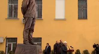Putin Unveils Huge Solzhenitsyn Statue with Christian Imagery in Moscow, Urges Young to Read Him (Video + Speech)