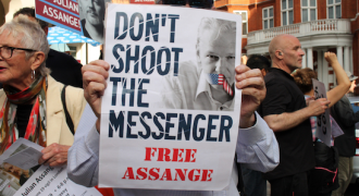 US Gov't Wants to Destroy Assange. And Hack Journalists Are Eager to Help