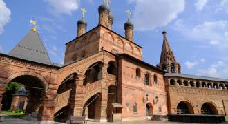 Old Rus' Lives On: The Strange, Beautiful Architecture of the Moscow Patriarch's Ancient Residence [PHOTOS]