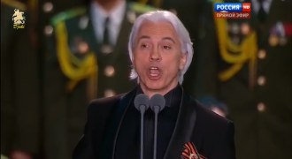 Opera Megastar Hvorostovsky Sings WW2 Favorite 'Katyusha', Audience Sings Along