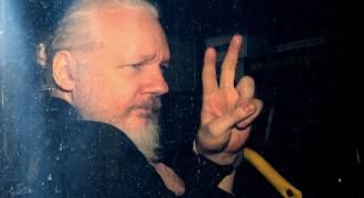 Still Smarting From Wikileaks' Revelations, US and UK Slowly Killing Assange in Prison