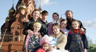 Oil Windfall Allows Moscow to Use Surplus on Social Programs (Russian TV News)