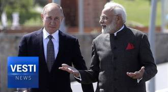 Putin and Indian PM Modi Bond in Vladivostok, Sign Huge Business Deals (Russian TV News)