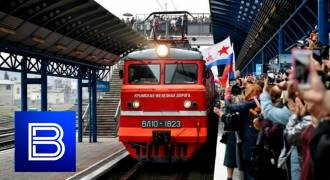 First Passenger Train Travels from St. Petersburg to Crimea, Gets a Very Russian, Very Jolly Welcome (Russian TV News)