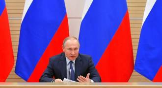 Putin Rejects Gay 'Marriage', Considers Amending Constitution to Protect Traditional Marriage