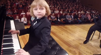 WATCH: 5 Year Old Russian Boy Plays Mozart Piano Concerto with Orchestra Brilliantly