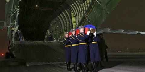 The body of the dead Russian pilot returns home