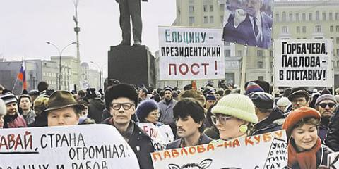 Александр Зиновьев - Борису Ельцину: «Запад вам аплодирует за то, что разваливаете страну»