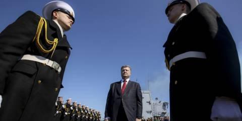 Ukrainian President Petro Poroshenko (center) during a visit to the flagship of the Ukrainian Navy frigate Hetman Sahaydachniy in Odesa in early April | Photo: TASS