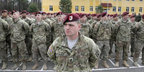 U.S. soldiers stand on guard, during opening ceremony of the 'Fearless Guardian - 2015', Ukrainian-U.S. Peacekeeping and Security command and staff training, in the Lviv region, western Ukraine, Monday, April 20, 2015 | Photo: AP
