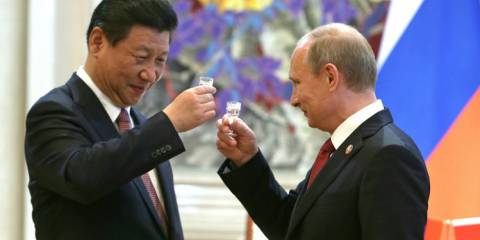 Did Russia Mass-Dump Its US Bonds in Coordination With China?