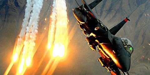 В испытании участвовал истребитель-бомбардировщик F-15E Strike Eagle, приписанный к авиабазе «Неллис» в Неваде