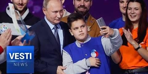 15,000 Young Charity NGO Volunteers Go Wild at Putin Speech Praising Them