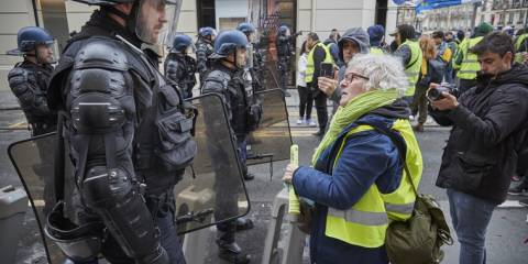 French Police Morale Plunges - 10k Injuries, 25 Deaths, 52 Suicides in 2019, a Record, 'Sick With Worry'