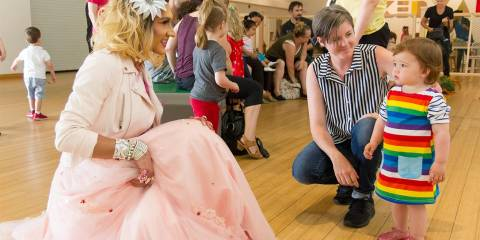'Drag Queen Story Hour': Jewish Groups Pushing Cross-Dressing Psychopaths on Children