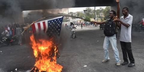 'Long Live Putin!' Haiti Opposition Protesters Burn US Flag, Call for Russian Intervention
