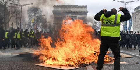 Paris in Flames: Riveting Videos of Week 18 of Yellow Vest Protests