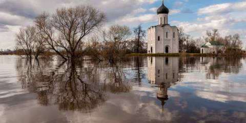 This Famous 850 Yr Old Russian Church looks Like it Is Floating on a River (Church on the Nerl)