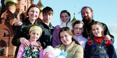 Russians Need Large Families & Many Children to Save Russia's Future