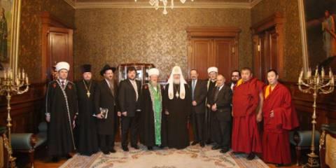 РПЦ молится о мире, а ее обвиняют в воинственности